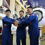 CG4G9064 --- (6 May 2015) --- At the Gagarin Cosmonaut Training Center in Star City, Russia, Expedition 44/45 crewmembers Kimya Yui of the Japan Aerospace Exploration Agency (left), Oleg Kononenko of the Russian Federal Space Agency (Roscosmos, center), a